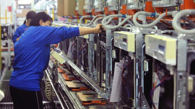 Electrolux, costo del lavoro, sindacati e governo.